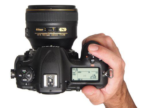 Nikon_D500_tophand