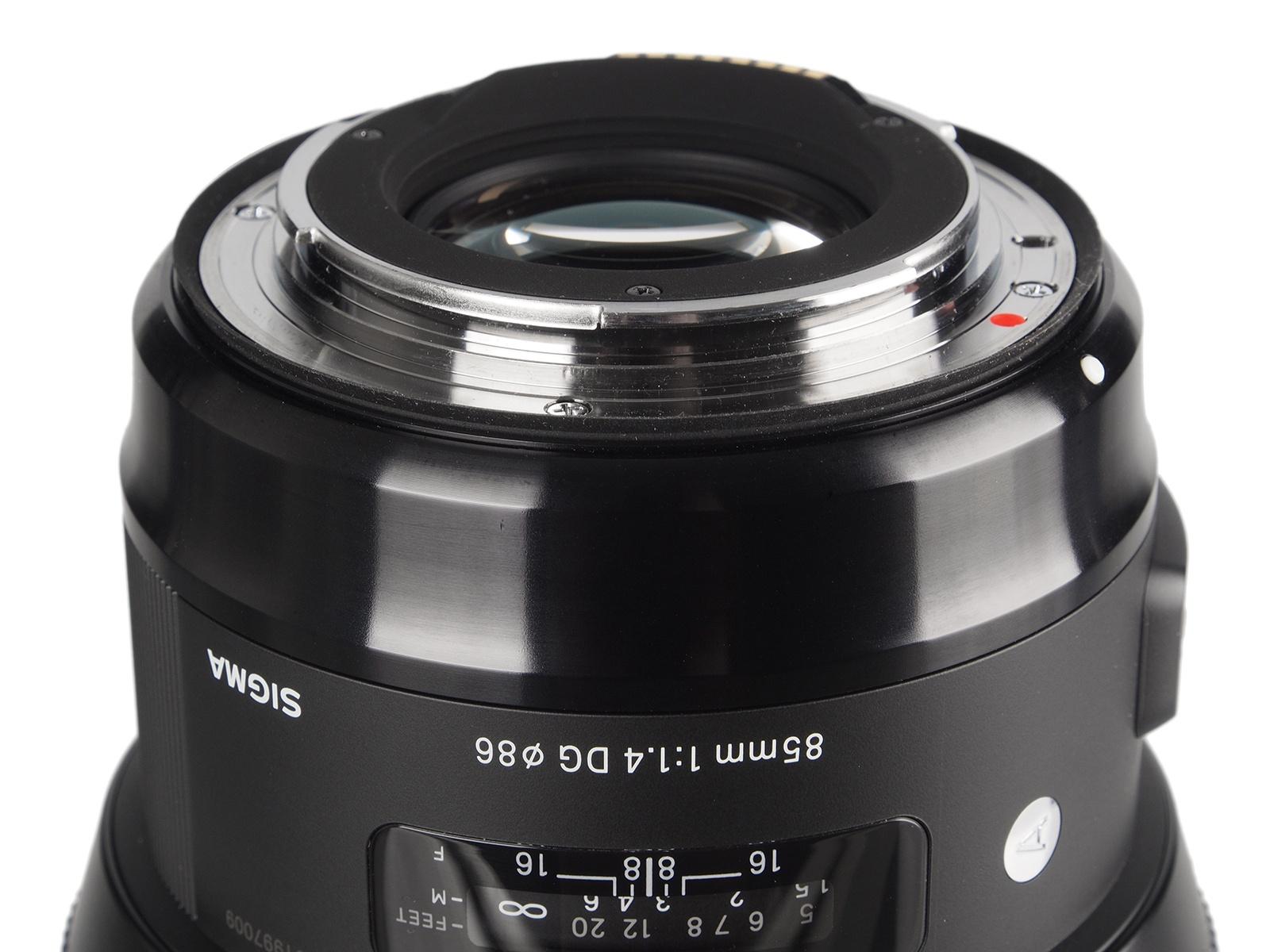 Sigma 85mm F 14 Dg Hsm Art Teszt Ex For Nikon A Korbbi Modellhez Kpest Mind Mretben Tmegben Jval Komolyabb J Modell 11 Helyett Lencsetagbl Pl Fel