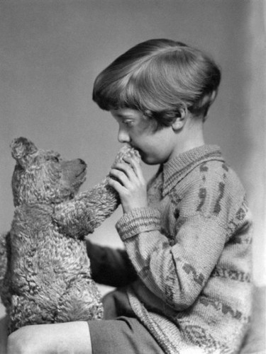 1927ca_The_real_Winnie_the_Pooh_and_Christopher_Robin