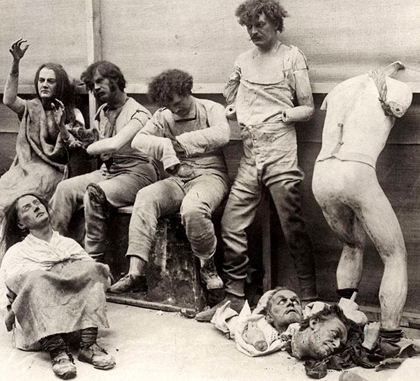 1930_Melted_and_damaged_mannequins_after_a_fire_at_Madam_Tussaud's_Wax_Museum_in_London