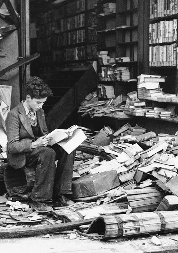1940_Bookstore_in_London_ruined_by_an_air_raid
