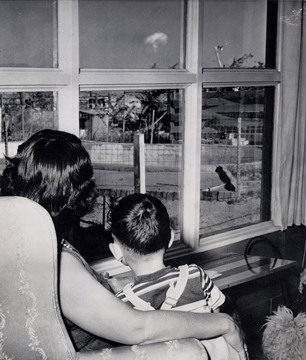 1953_Mom_and_son_watching_the_mushroom_cloud_after_an_atomic_test_Las_Vegas