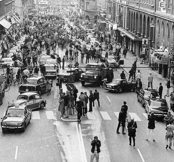 1967_First_morning_after_Sweden_changed_from_driving_on_the_left_side_to_driving_on_the_right