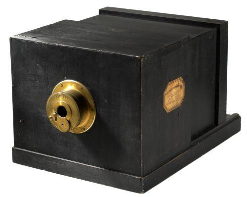 Dagerrotípiát készítő fényképezőgép 1839-ből